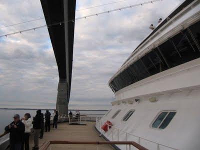 Sailing-under-Confederation-Bridge-Prince-Edward-Island