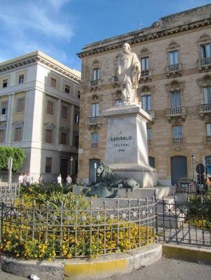 Piazza-Garibaldi-Trapani-Sicily