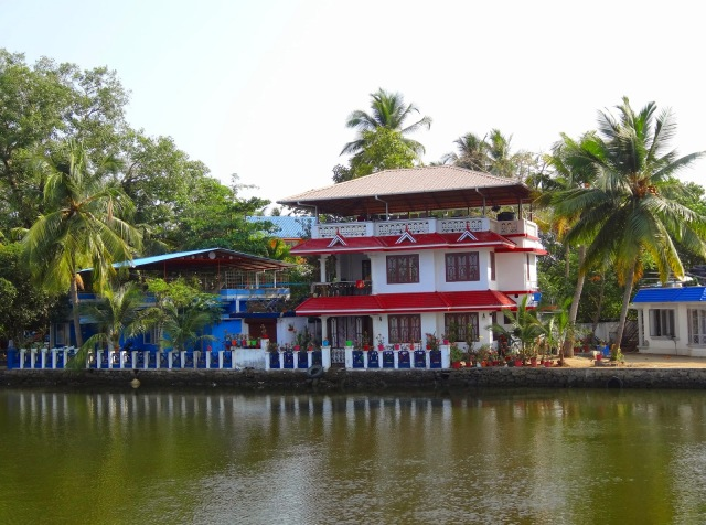 "<img src=""a99f5-dsc02048.jpg"" alt=""Hotel along Kerala Backwaters Kochi India"" />"