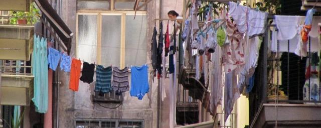 """<img src=""""fbe12-napels_laundry_web.jpg"""" alt=""""Laundry backstreets Naples Italy"""" />"""