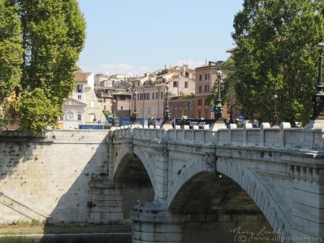 "<img src=""img_2424.jpg"" alt=""Tiber River Ponte Palatino"">"