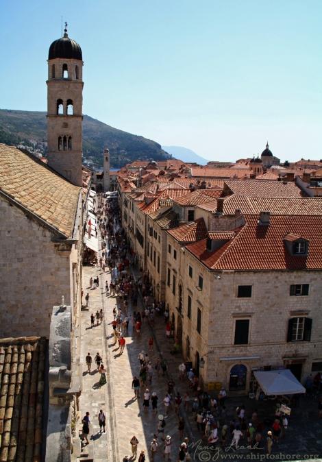 "<img src=""img_1069_web.jpg"" alt=""Stradun Dubrovnik"" />"