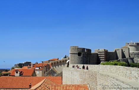 "<img src=""img_1171_web.jpg"" alt=""City Walls Dubrovnik"" />"
