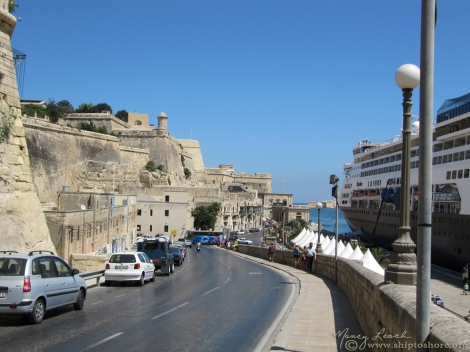 "<img src=""img_1861.jpg"" alt=""Cruise terminal Valletta Malta"">"