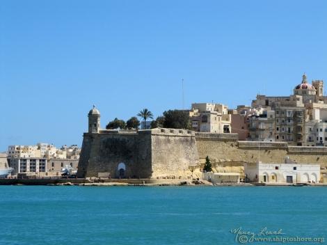 "<img src=""2593_web.jpg"" alt=""Harbor Valletta Malta"">"