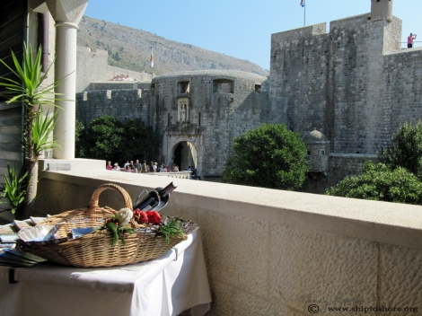 "<img src=""img_2608_web.jpg"" alt=""Pile Gate Dubrovnik"" />"