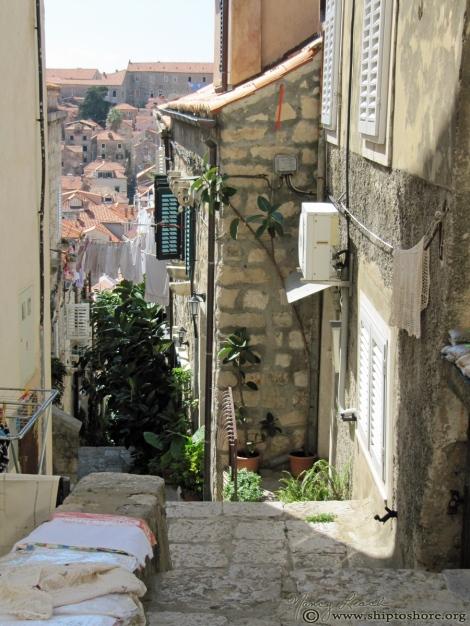 "<img src=""img_5559.jpg"" alt=""Old Town Dubrovnik Croatia"">"
