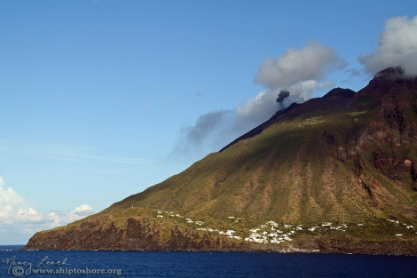 "<img src=""img_2126a.jpg"" alt=""Stromboli Eruption"" />"