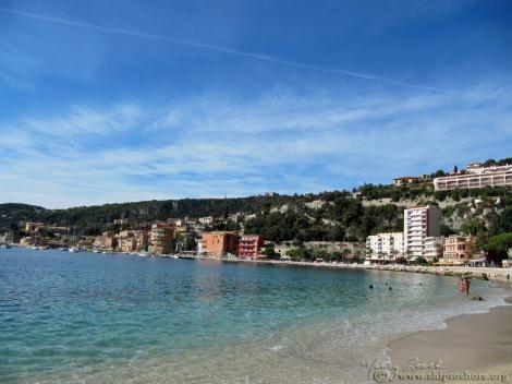 "<img src=""riviera_beach.jpg"" alt=""Villefranche sur Mer"" />"