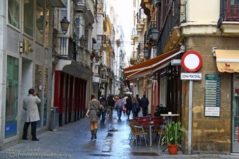 "<img src=""IMG_2440a.jpg"" alt=""Cadiz backstreets after a rain shower"">"