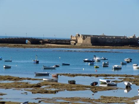"<img src=""IMG_3020.jpg"" alt=""Cadiz waterfront at low tide"">"