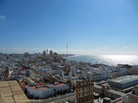 """<img src=""""IMG_3555.jpg"""" alt=""""panoramic view of the Cadiz from the Torra Tavira"""" />"""